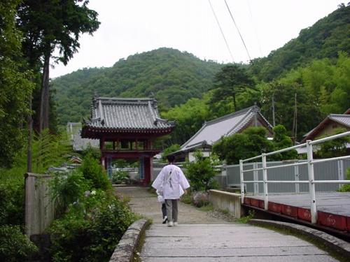 山門までの道.jpg