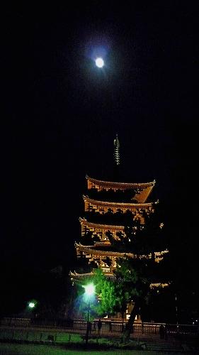 月と五重塔.jpg